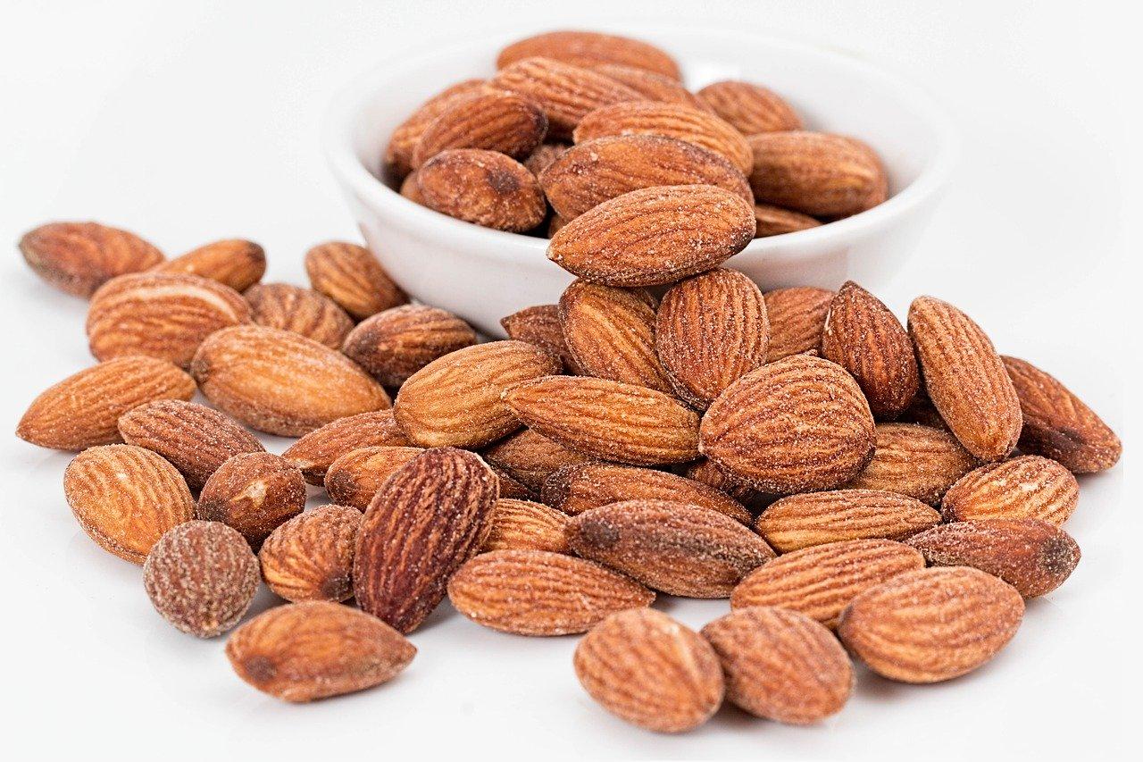 almonds calories